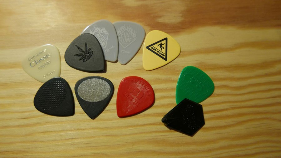 come scegliere il plettro per chitarra